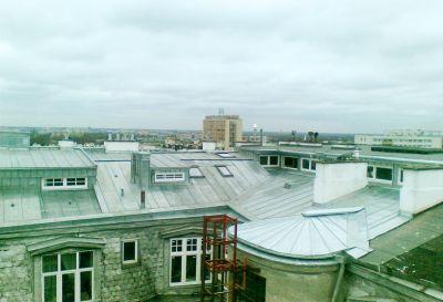 Budynek 8-piętrowy Mieszkalny Kamienica Pokrycie z tytan cynku gołowalcowany w technologi podwójnego rąbka stojącego powierzchnia 300m2 Rok 2009 Warszawa ul.Wilcza
