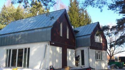 Czarnówka, 2013r Budynek prywatny pow. 330m2 Wykonanie dachu z blachy tytanowo cynkowej w technologii podwójnego rąbka stojącego