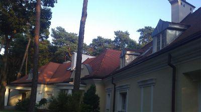 Konstancin Jeziorna 2012r – Budynek prywatny pow. 1600m2 wykonanie remontu lukarń z blachy tytanowo cynkowej