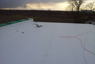 Nowy Kłopoczyn, 2012r – Zakład przetworów owocowych pow. 350 m2 Kompleksowe pokrycie dachu membraną PVC wraz z obróbkami blacharskimi.