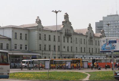 Ul. Fabryczna, Łódź 2007r – Dworzec PKP i PKS pow 2700m2 Kompleksowe pokrycie dachu w technologii podwójnego rąbka stojącego z blachy miedzianej