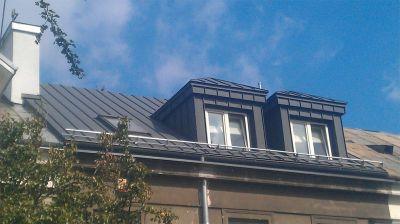 Ul. Filtrowa, Warszawa 2012r – Prywatny budynek w zabudowie segmentowej pow. 220m2 Remont dachu w technologii podwójnego rąbka stojącego z blachy powlekanej
